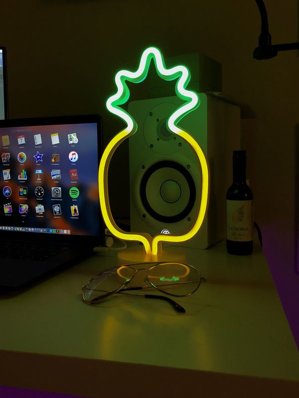 Viby Pineapple LED Neon Lights