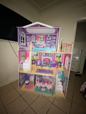 Big doll house for Sale in Vernon, CA