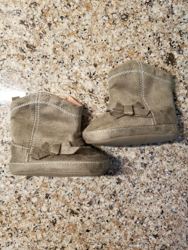 Baby girl boots size 6-9 months