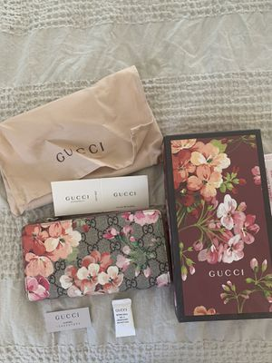 Genuine Gucci Bloom Wallet for Sale in Temecula, CA