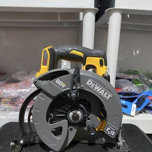 "Dewalt 7 1/4"" CIRCULAR SAW 60V max Brushless (tool only) for Sale in Los Angeles, CA"
