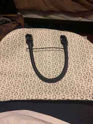 Guess handbag for Sale in Pomona, CA