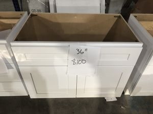 """White shaker kitchen cabinets 36"""" wide for Sale in Chicago, IL"""