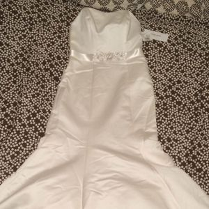 New Fit & Flare Strapless Size 10 Wedding Dress for Sale in Chicago, IL