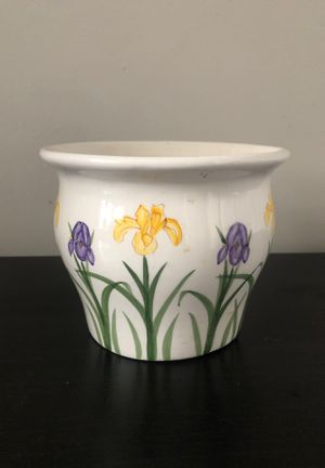 Flower pot, plants, white with flowers for Sale in Tamarac, FL