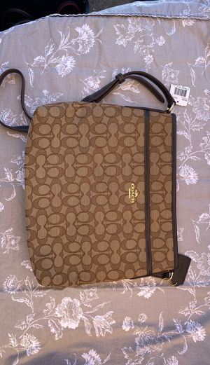 NWT authentic signature coach crossbody for Sale in Fremont, CA