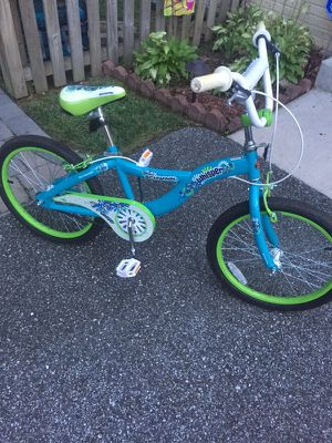 """Girls bike. Schwinn 18"""". Like new!! for Sale in Essex, MD"""