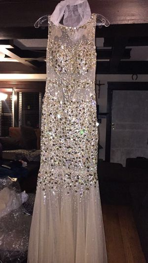 Prom dress size 4 for Sale in Los Angeles, CA