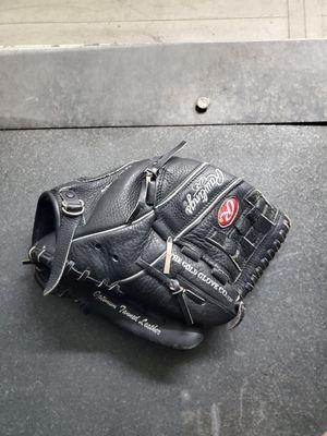Baseball glove for Sale in Elizabeth, NJ