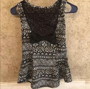 Black and white sleeveless shirt (med) for Sale in Arlington, TX