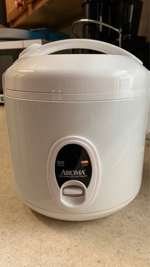 AROMA Rice Cooker 4 cups for Sale in Tampa, FL