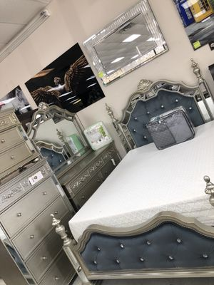 Bedroom sets queen for Sale in Lawrenceville, GA