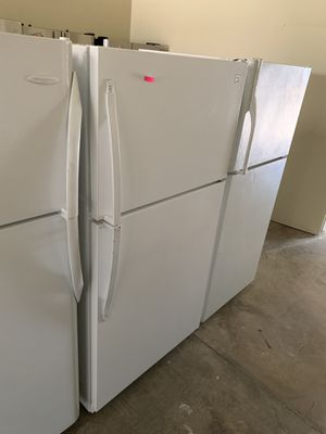 """KENMORE WHITE 33"""" TOP FREEZER FRIDGE 21 CU FT for Sale in Los Angeles, CA"""