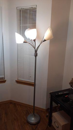 Flore stand lamp for Sale in Vancouver, WA