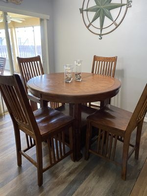 Bar top height table and 4 chairs for Sale in Port St. Lucie, FL