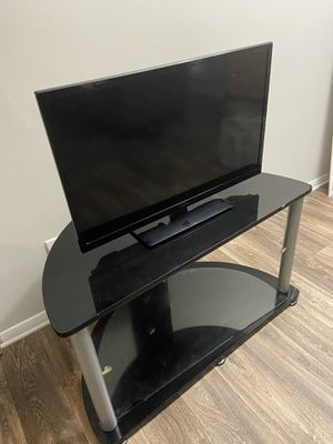 Insignia tv with stand for Sale in Stone Mountain, GA