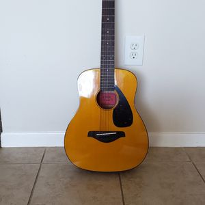 Yamaha JR1 Mini Folk Guitar With FREE ($30) SOFT CASE! Guitar's Original Price Is $150 (w/out Case) for Sale in Houston, TX