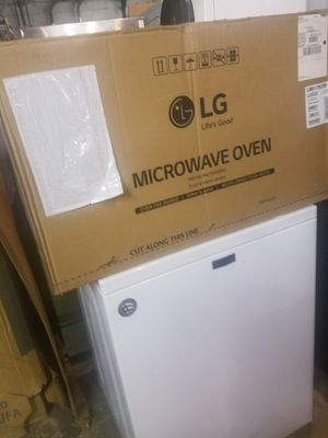 Brand new black microwave excellent condition for Sale in Baltimore, MD