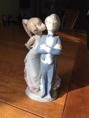 "Lladro ""Let's Make Up"" #5555 Figurine for Sale in Boxborough, MA"
