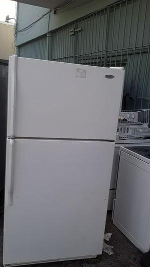Refrigerador whirlpol en perfecto estado garantía incluida tres meses for Sale in Hialeah, FL