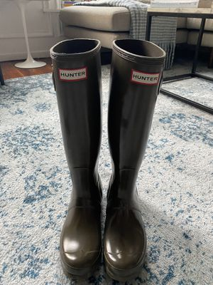Hunter Rain Boots - olive size 7 for Sale in Philadelphia, PA