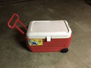 Igloo 70 g. Cooler (missing drain Cap) for Sale in Weehawken, NJ