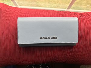 Michael Kors Powder Blue Lg Wallet Leather for Sale in Plainville, MA
