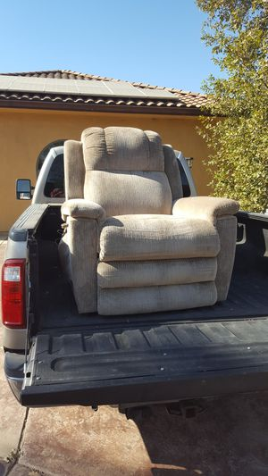 Lazy Boy Lift Recliner w/ heat & massage. Works great! for Sale in Loomis, CA