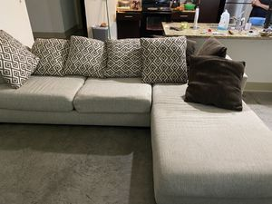 Sectional couch for sale from Rooms to Go. for Sale in Atlanta, GA