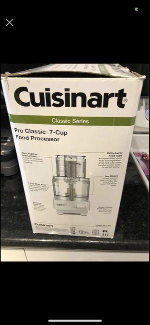 Cuisinart pro classic 7 cup food processor for Sale in Miami, FL