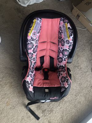 Baby car seat for Sale in St. Louis, MO