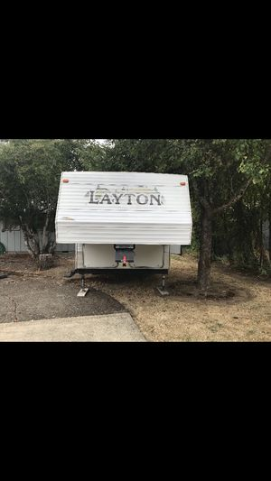 2004 Selling my Layton scout 5th wheel trailer. Like new condition. No leaks or water damage ever!!! for Sale in Hillsboro, OR