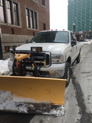 FORD F-250 XLT SUPER DUTY, 8ft BED WITH 8ft PLOW for Sale in Swampscott, MA