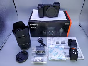 Sony a6400 w/ kit lens 18-135mm for Sale in Glendale Heights, IL