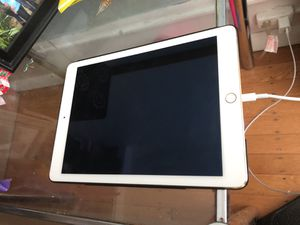 iPad Air 2 Gold perfect condition! 16GB barely used. Comes with case! for Sale in Portland, OR
