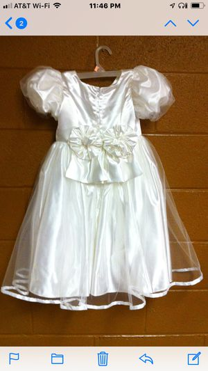 White Flower Girl Dress w/Large Bows (size - 5-7) for Sale in East Norriton, PA