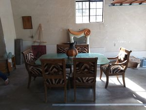 Dining table HAS TO GO! for Sale in Chula Vista, CA