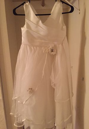 Beautiful flower girl dress only used once – size 8 for Sale in Austin, TX