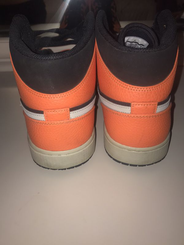 Jordan 1 oranges black