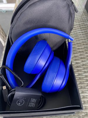 Headphones beats Solo wireless for Sale in Lemon Grove, CA