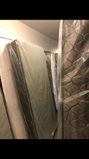 Mattress for Sale in Lake Forest, IL