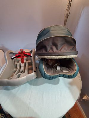 Graco baby car seat with adapter for Sale in Edmonds, WA