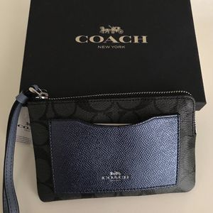 BRAND NEW COACH wristlet (with tag) for Sale in Kent, WA