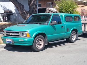 98 Chevy S10 4 cylinder 5 speed for Sale in Lemon Grove, CA