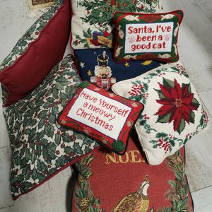 Lot Of 8 Christmas Pillows for Sale in West Palm Beach, FL