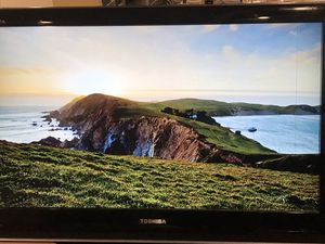 Toshiba 32 inch w/ 4 hdmi slots for Sale in Queens, NY