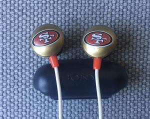 49er earbuds w/ replacement earpads AND older Apple headphones w/ mic for Sale in San Francisco, CA