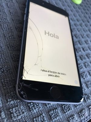 iPhone 6 really good condition just screen cracked for Sale in The Bronx, NY