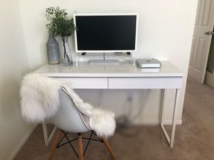 Modern Minimalist White Desk for Sale in San Diego, CA