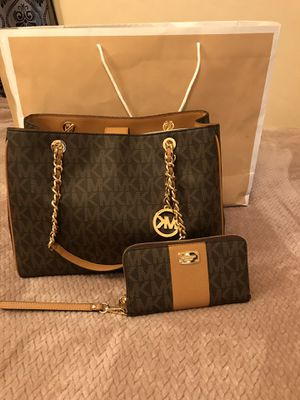 Authentic mk purse and wallet set for Sale in Ontario, CA